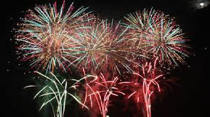 オホーツク海を染める多彩な花火!